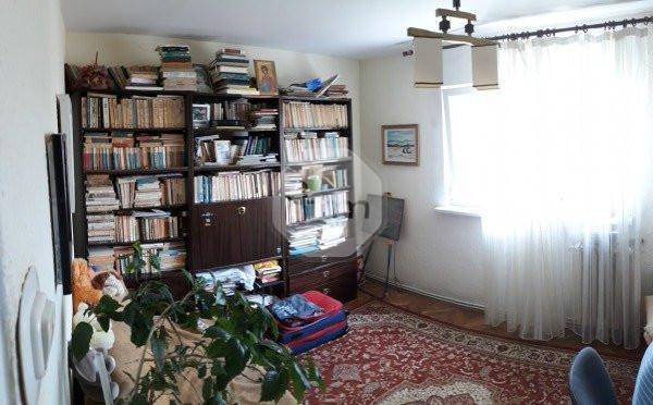 Vanzare Apartamet 4 camere, Decomandat, 76 mp, zona Piata Petru Rares