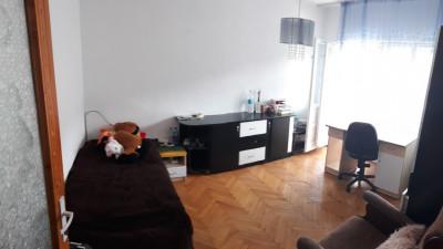 Vanzare Apartament 3 camere, Decomandat, 98 mp, Zona Valea Ghinzii