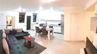Vanzare Apartament 4 Camere, Decomandat, 99 mp, Zona Vivo!