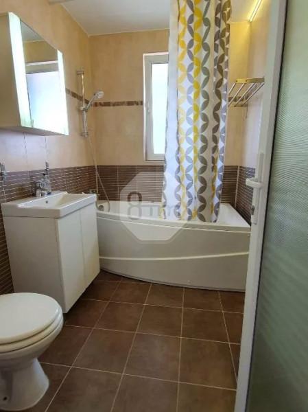 Vanzare Apartament 2 Camere,Etaj intermediar 50 mp,Parcare,Zona Strazii Eroilor!