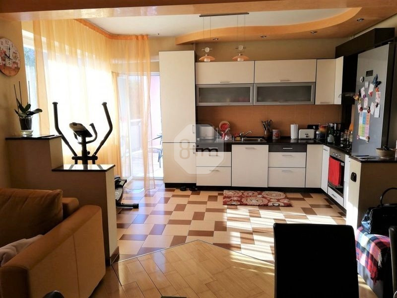 3 camere 83 mp modern 2 bai terasa bloc nou zona str  Alverna
