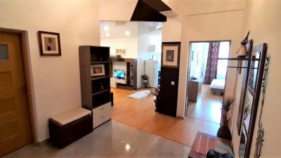 Inchiriez Apartament Decomandat, 3 Camere, 70 mp, Zona Dorobantilor !