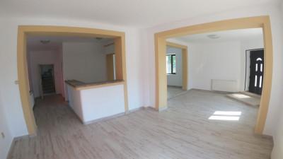 Casa Individuala, 8 Camere, 270 mp, Zona Parcul Feroviarilor !