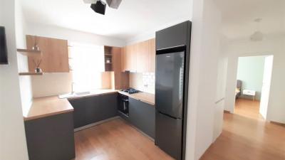 Vanzare Apartament, 2 Camere, Decomandat, 55 mp, Zona Sub Cetate !