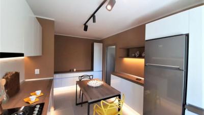 Vanzare Apartament, Semidecomandat, 2 Camere, 52 mp, Zona Hotel Royal !