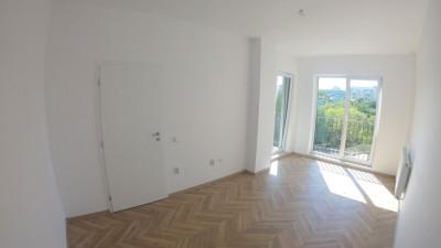 Vanzare Apartament Semidecomandat, 2 Camere, 70mp, Zona Centru !