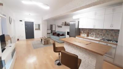 Vanzare Apartament Semidecomandat, 2 Camere, 53 mp, Zona Fabricii !