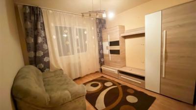 Vanzare Apartament 3 Camere, Semidecomandat, 45 mp, Zona Aleea Retezat !