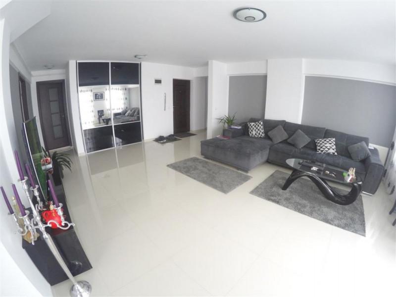 Apartament de lux 3 camere 98 mp Terasa 44 mp Garaj 2 Bai zona Clujana !