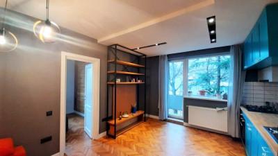 Vanzare Apartament, Centru, 2 Camere, 46 mp, Zona Facultatea de Litere !
