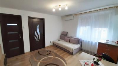 Vanzare Apartament Semidecomandat, 3 Camere, 40 mp, Zona P-ta Hermes !