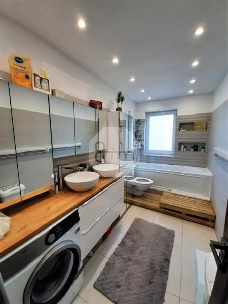 Vanzare Apartament Semidecomandat, 3 Camere, 60 mp, Zona Borhanciului !