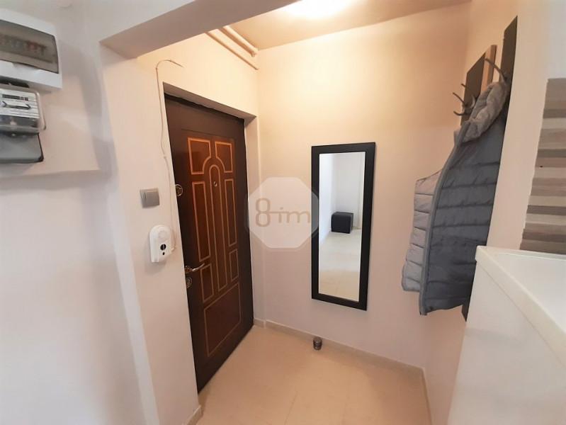 Vanzare Apartament Semidecomandat, 2 Camere, 52 mp, Zona Hotel Royal !